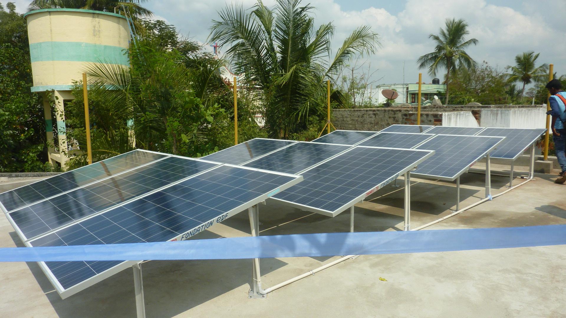 Inauguration des panneaux solaires à l'école d'Ottankadu