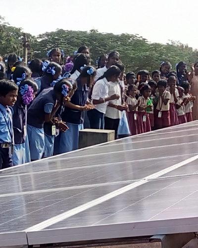 Les panneaux solaires de l'école d'Attipakam