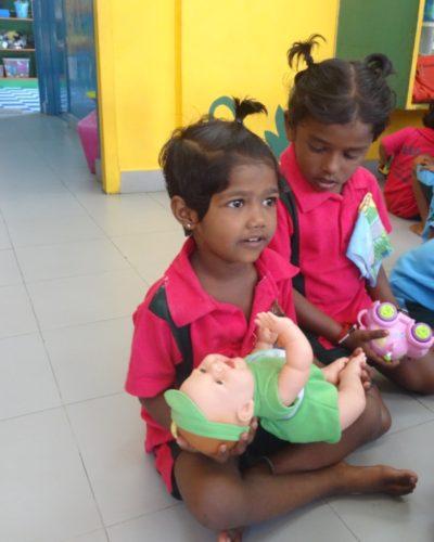 Des jouets pour la crèche de Speed trust à Chennai